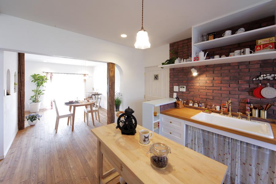 「LOHAS studio」のリノベーション事例「ノスタルジック溢れる家 。人と落着きや温かみを分かち合う家」