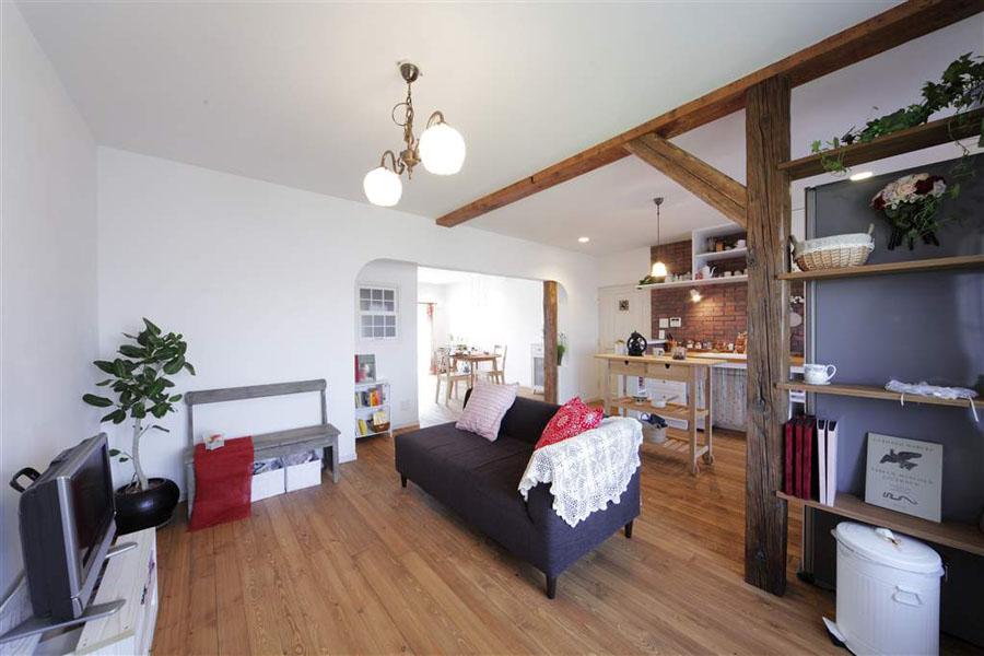 キッチン、リビング、梁、柱、ウィンテージ、マンション、ロハススタジオ