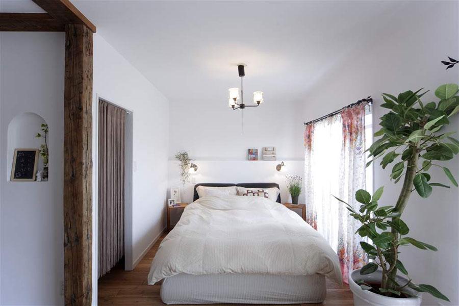 寝室、ベッドルーム、ニッチ、壁、漆喰、リノベーション、ロハススタジオ