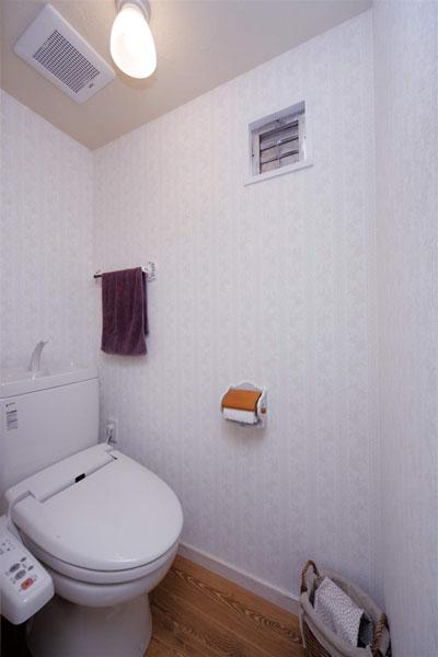 トイレ、壁紙、ペーパーホルダー、リノベーション、ロハススタジオ