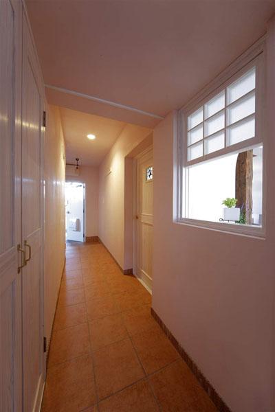 廊下、室内窓、タイル、床、レトロ、マンションリノベーション、ロハススタジオ