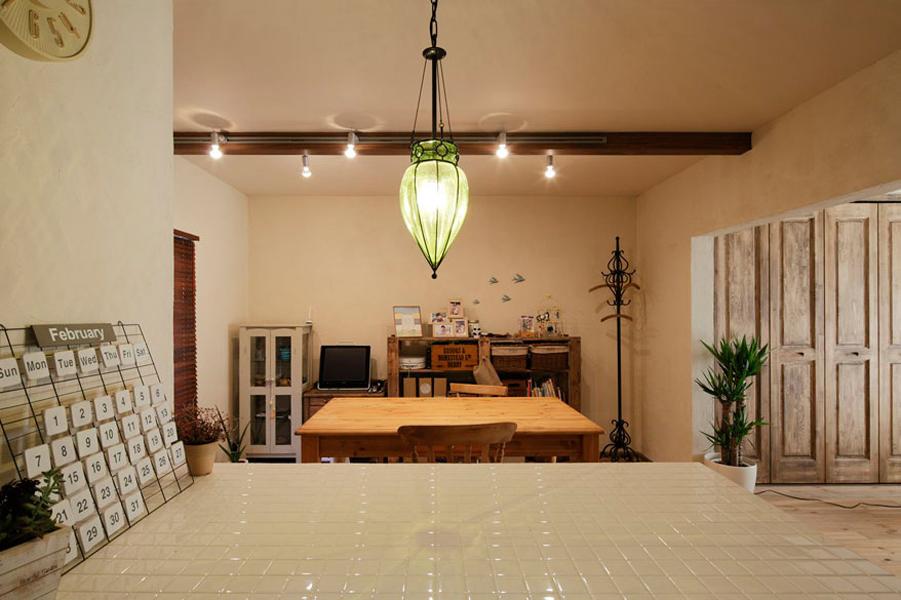 キッチン、作業台、白タイル、ダイニング、収納、団地、リノベーション、ロハススタジオ
