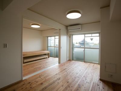 「株式会社駿河屋」のリノベーション事例「ホームオフィスを備えた自然素材マンションリフォーム」