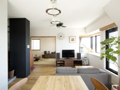 「SHUKEN 株式会社秀建」のマンションリノベーション事例「タイル・黒板・クロス・モルタル、それぞれの壁の主張」