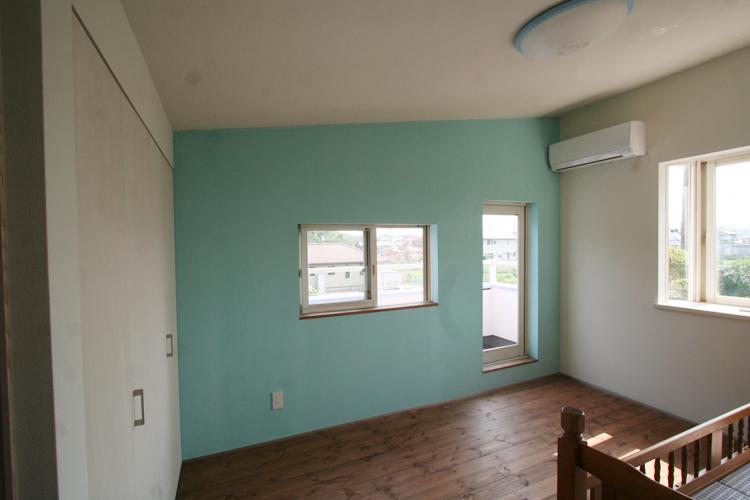 アクセントウォール、壁塗装、出窓、眺望、総合建築職人会