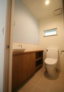 トイレ、大判、タイル、収納棚、手洗い、総合建築職人会