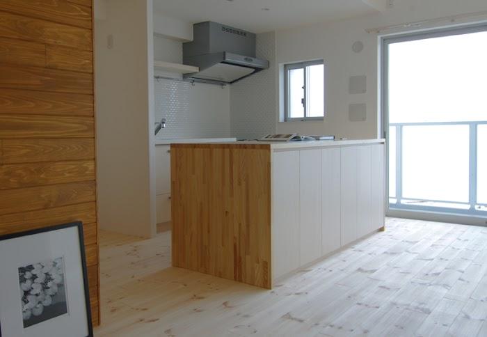 木製、ダイニングキッチン、タイル壁、スタイル イズ スティルリビング