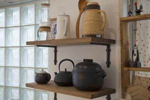 キッチン、収納、ガラスブロック、採光、飾り棚、グラデン、GLADDEN