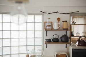 ガラスブロック、採光、キッチン、照明、裸電球、グラデン