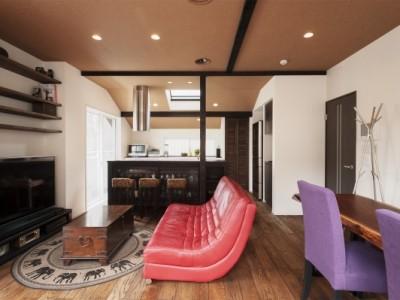 2階、リビング、キッチン、収納、カウンター、梁、スタイル工房