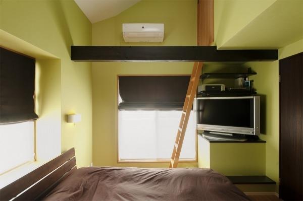 ロフト、梁、寝室、ベッドルーム、アクセントウォール、屋上、はしご、スタイル工房