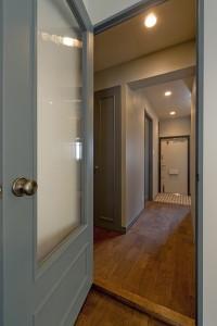 廊下、建具、ガラス、ドア塗装、グラデン