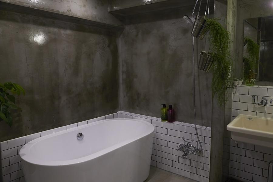 モルタル、塗装、バスルーム、タイル壁、howzlife、ハウズライフ
