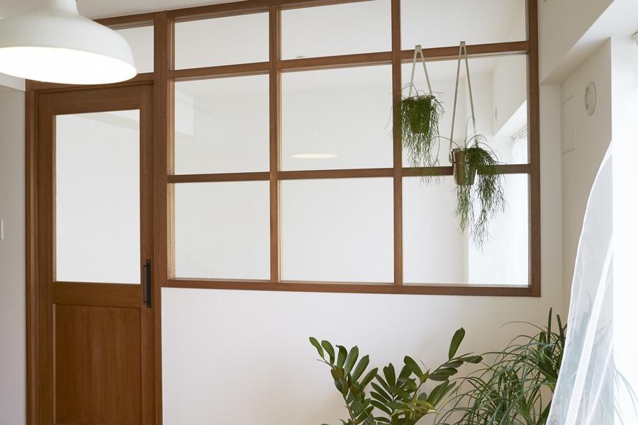 LDK、ベッドルーム、室内窓、窓枠、ラワン、howzlife、ハウズライフ