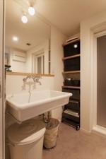 洗面、サニタリー、モルタル、床、飾り棚、howzlife、ハウズライフ