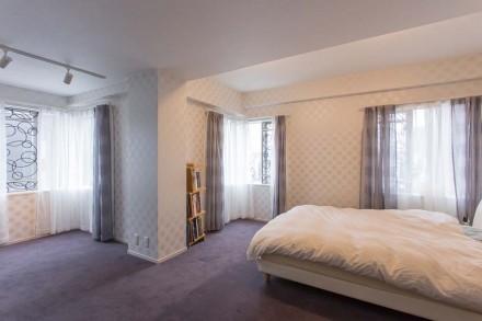 床、カーペット、寝室、ベッドルーム、飾り窓、D-LINE