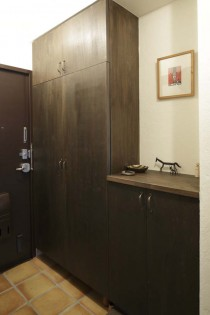 下駄箱、靴収納、シナ材、タイル、床、玄関、横田満康建築研究所