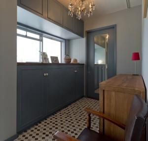 玄関、タイル、床、シャンデリア、建具、塗装、グラデン