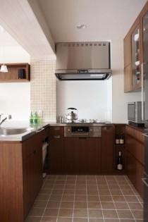 キッチン、収納、棚、タイル壁、タイル、床、食器棚、スタイル工房