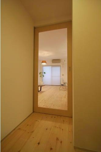建具、ドア、アクリル板、採光、廊下、総合建築職人会