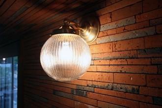 ブラケット、照明、ライト、間接、ブリックタイル、マンションリノベーション、アズ建設