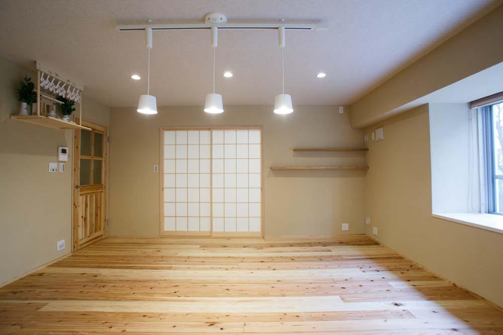 杉材、フローリング、リビング、障子、神棚、飾り棚、腰高張り、ガラス、建具、駿河屋