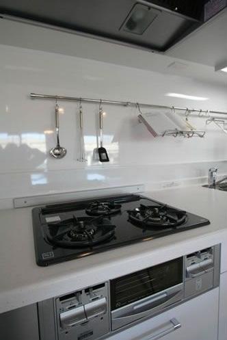 キッチン、白基調、調理器具、壁かけ、I型、総合建築職人会