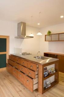 造作、キッチン、収納、引き出し、パイン材、フローリング、二世帯住宅、スタイル工房