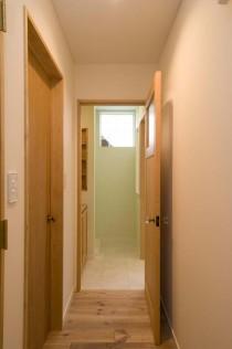 廊下、玄関ホール、タイル床、パイン、無垢、スタイル工房