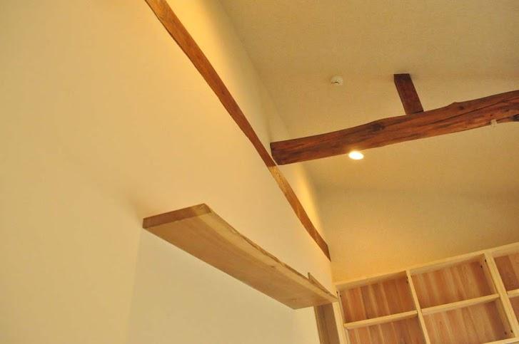 飾り棚、梁、躯体現し、高天井、駿河屋