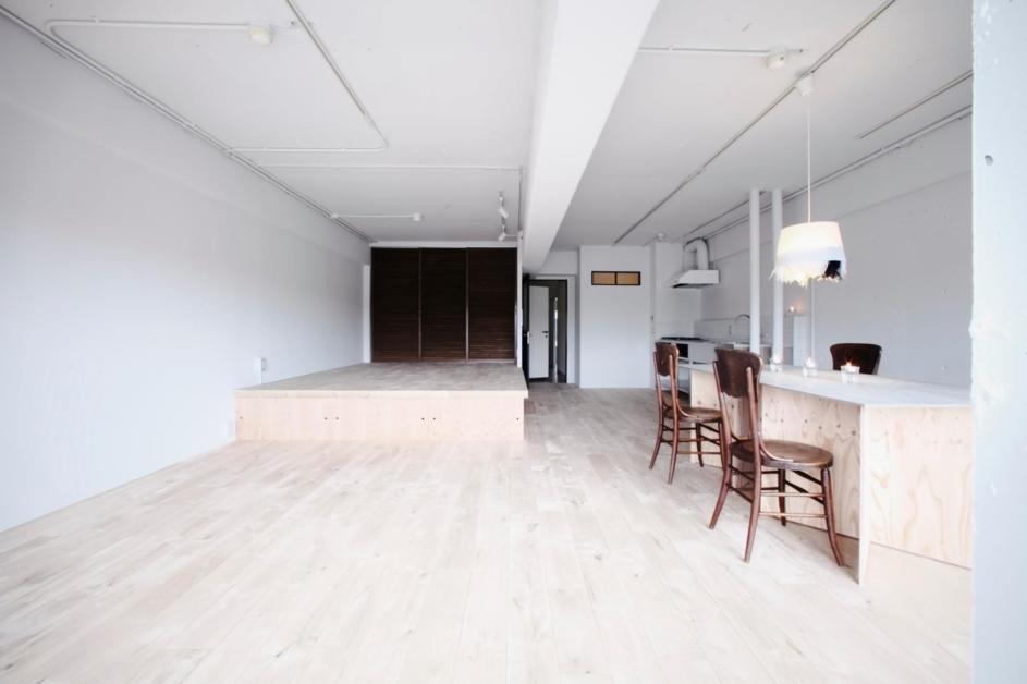 「9株式会社」のリノベーション事例「ステンレスのオーダーメイドキッチン×白の空間」