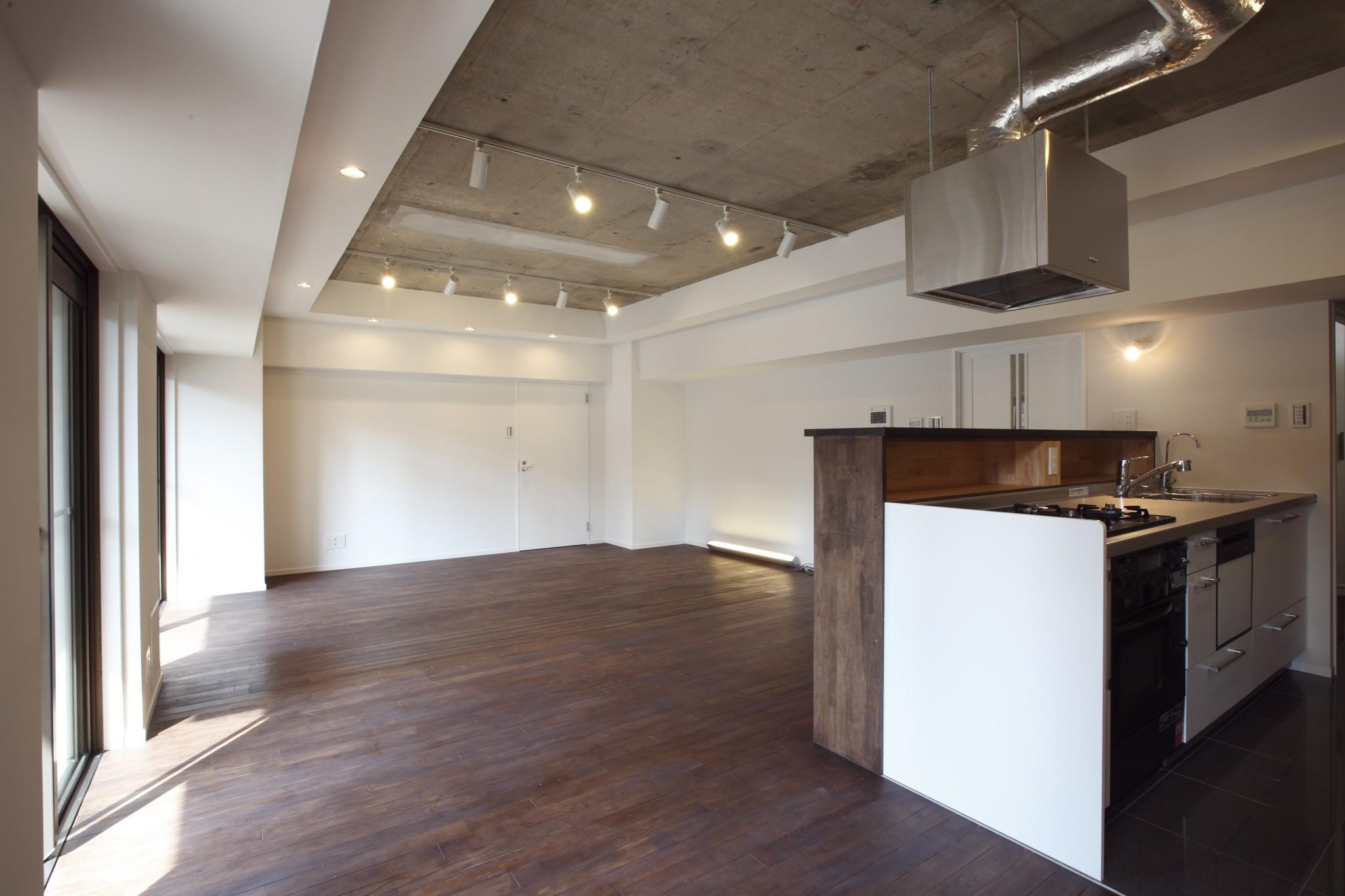 重厚、フローリング、LDK、リビングダイニング、キッチン、対面、カウンター、リノベーション東京
