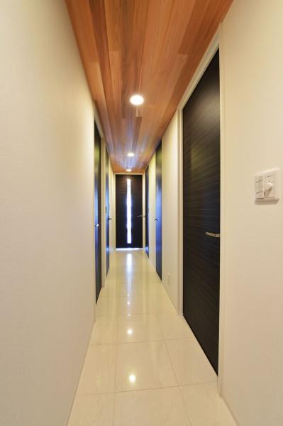 レッドシダ―、天井、廊下、リノベーション、マンション、BEATHOUSE