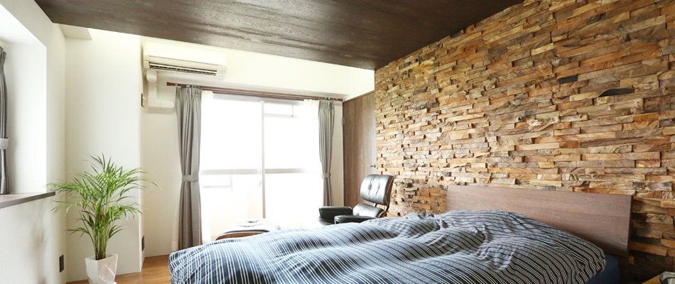 寝室、ベッド、壁、アクセント、枕木、戸建、リフォーム、クラボ、kulabo