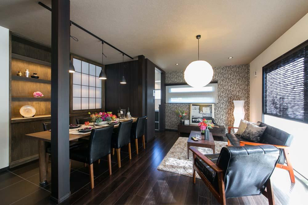 ダイニング、テーブル、飾り棚、間接照明、ライトアップ、障子、ベツダイ、RE住む