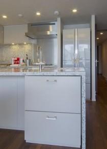 キッチン、台所、対面、白基調、リビング、スタイル イズ スティルリビング