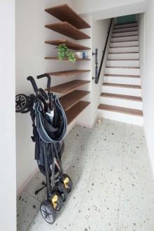 玄関、階段、飾り棚、タイル、床、マンション、リノベーション、リブラン
