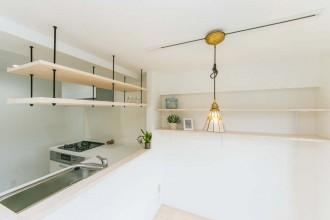 キッチン、対面、オープン、クッションフロア、L字、吊棚、一歩
