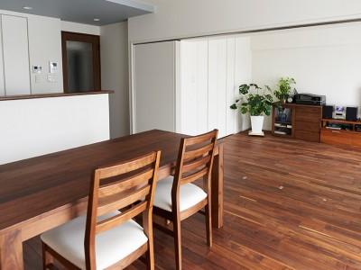 「インテリックス空間設計」のリノベーション事例「外の景色を眺めながら料理を楽しむ家」