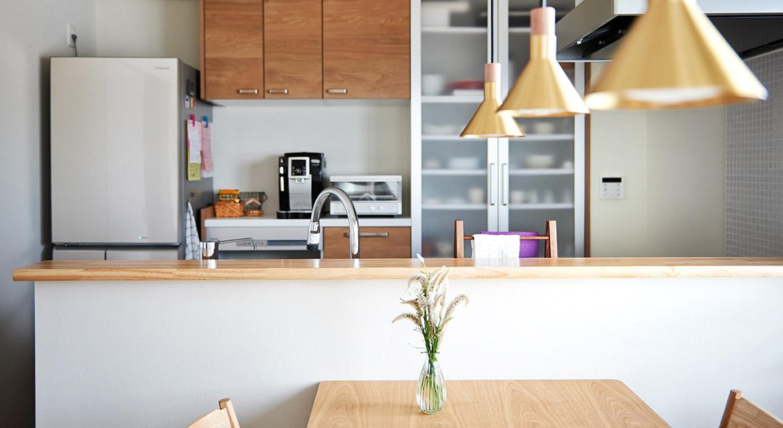 対面、食器棚、収納、ダイニング、無垢材、ダイニング照明、リノベーション、インテリックス