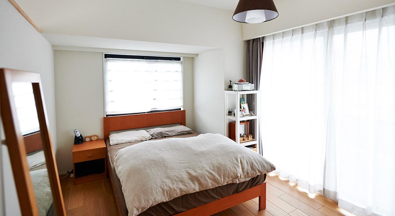 寝室、ベッドルーム、2面窓、採光、インテリックス空間設計