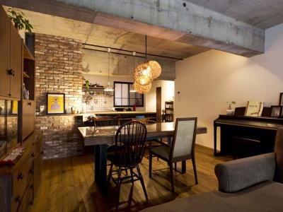 「スタイル工房」のリノベーション事例「素材感のある無骨でラフな空間で 窓の外の緑を愛でる暮らし」