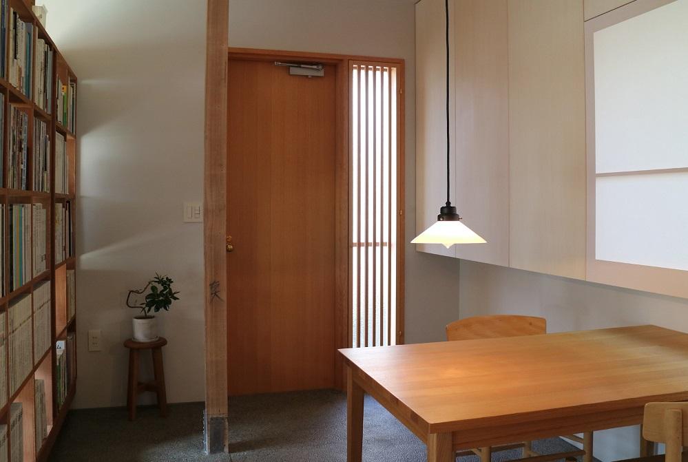 「リノベの最新情報」の「建築家・青木律典さんが社名変更&築30年木造平屋をリノベーションして新事務所兼ショールームに」