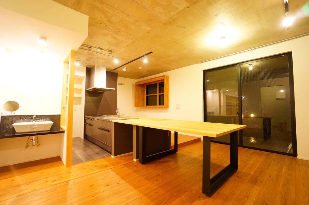 「IDEAL(イデアル)」のマンションリノベーション事例「キッチンと一体化したテーブルが自然と家族を集わせる」