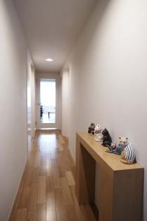 ガラス、ドア、建具、採光、玄関、廊下、飾り棚、ディスプレイ、遊び心、マンションリノベーション、三井のリフォーム