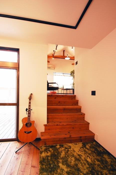 ヴィンテージ感、古材、足場板、階段、リノベーション、ジーフラット