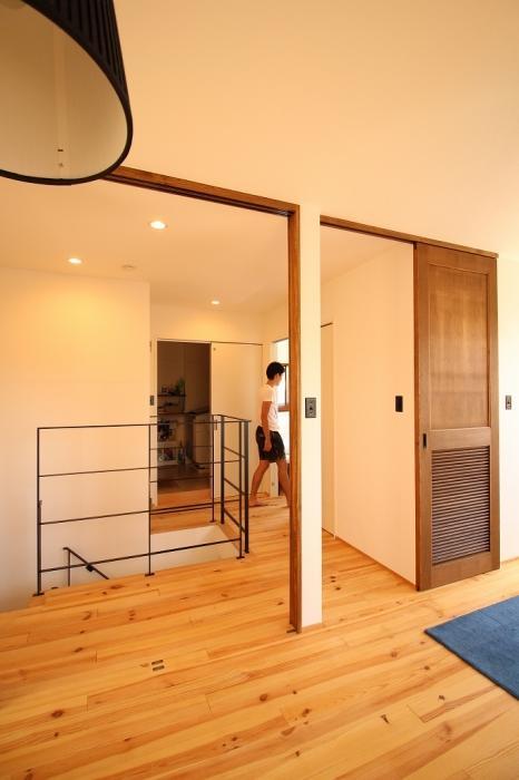 3階、階段、引戸、間口、通気性、採光、建具、造作、リノベーション、G-FLAT