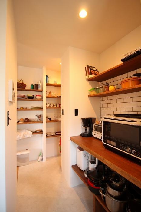 キッチン、オリジナル、造作、パントリー、タイル壁、戸建、リノベ、作業台