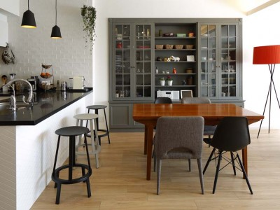 「三井のリフォーム(三井不動産リフォーム)」のその他のリノベーション事例「人を招いて楽しい、オープンキッチンとゲスト用食器棚のあるリビング」