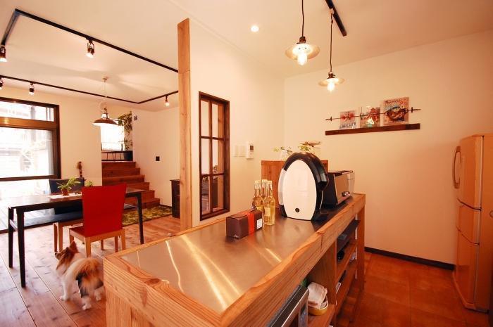 キッチン、カフェ風、ステンレス天板、裸電球、室内窓、マガジンラック、戸建リノベ、G-FLAT